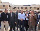 صور.. محافظ الإسماعيلية ومدير الأمن يتابعان السيطرة على حريق مستشفى الجامعة