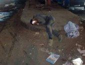 احنا معاك.. قارئة تشارك صورة رجل بلا مأوى فى شارع طلعت حرب بحى إمبابة