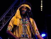 المغربى مهدى قموم يقدم توليفة جناوة غنائية فى تيزنيت