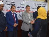 محافظ بنى سويف يسلم مساعدات زواج لـ25 فتاة من الأيتام