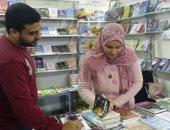 """صور.. توقيع المجموعة القصصية """"يوم اليتيم"""" لـ هند محمد بمعرض الإسكندرية"""