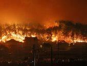 صور.. حريق هائل يلتهم مبانى وسيارات شمال كوريا الجنوبية وفرار الآلاف