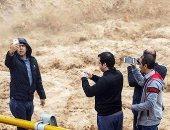 """إيران.. """"سيلفى الفيضان"""" يتسبب فى مقتل 3 بنهر أثناء التنزه"""