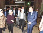بالصور..وزيرة الصحة تزور الطبيب الشاب محمد صلاح وتوجه بعلاجه فى ألمانيا
