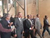 فيديو وصور.. وزير الزراعة يتفقد محطة إنتاج التقاوى فى أسيوط