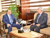 وزير التنمية المحلية يبحث مع محافظى جنوب سيناء وأسوان المشروعات الاستثمارية