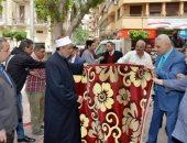 صور.. الأوقاف تسلم التضامن 3000 سجادة لصالح الأسر الأولى بالرعاية