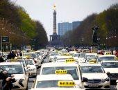 صور.. انتفاضة التاكسى تشل برلين.. مظاهرات ضد تغيير قوانين نقل الركاب