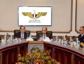 صور.. الفريق يونس المصرى يلتقى وزير البترول لتطوير مجالات التعاون بين الوزارتين