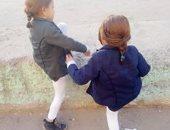 رصيف عالى يعوق عبور الأطفال بالشارع الجديد فى شبرا الخيمة
