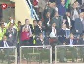 كاميرا سوبر كورة.. بوسه للأيد وحضن لأمح هكذا احتفل الخطيب بفوز الأهلى