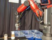 فيديو.. روبوت يفرز الورق والبلاستيك عن طريق اللمس