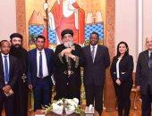 """البابا تواضروس يستقبل سفير إثيوبيا فى القاهرة ويهديه كتاب"""" العائلة المقدسة """""""