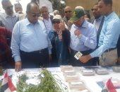 صور.. وزير الزراعة يفتتح موسم زراعة القطن بمحطة بحوث سخا