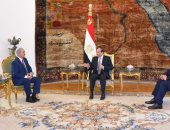 فيديو.. لحظة استقبال الرئيس السيسى للمشير خليفة حفتر بالاتحادية