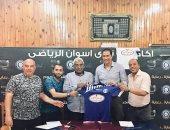 صور.. أسوان يجدد عقد مجدى عبدالعاطى لقيادة الفريق فى الممتاز