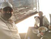 """صورة سيلفى تجمع مجدى عبد الغنى ورئيس """"كاف"""" فى تنزانيا"""