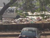 أكوام القمامة تنتشر بشارع أحمد حلمى.. والأهالى يطالبون بإزالتها