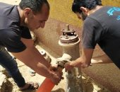 """صور.. """"مياه الأقصر"""" تستكمل خطط غسيل وتطهير شبكات المياة بقرية المحاميد"""