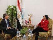 وزيرة البيئة تلتقى السفير البريطانى لبحث التعاون فى قضية تغير المناخ