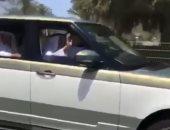 فيديو وصور.. مواطن يلقى التحية على الشيخ خليفة بن زايد..ورئيس الإمارات يرد