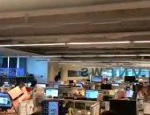 شاهد.. اللحظات الأولى لزلزال تايوان من داخل إحدى غرف الأخبار