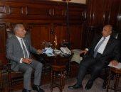 وزير الزراعة يبحث مع أمين عام جائزة خليفة النهوض بإنتاج وصناعة التمور