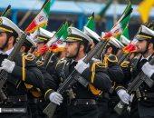 صور.. إيران تستعرض عضلاتها بعرض عسكرى بيوم الجيش وتهدد القوات الأمريكية