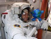 طعام لزج ومنشفة مبللة.. 6 أشياء لا يستغنى عنها رائد الفضاء أثناء رحلته