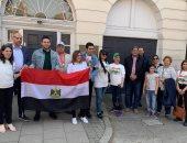 المصريون ببريطانيا يتوافدون على السفارة المصرية للتصويت على الاستفتاء