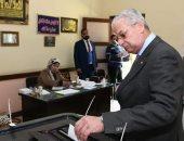 صور... رئيس المقاولون العرب يدلى بصوته فى الاستفتاء على تعديلات الدستور  بالمعادى
