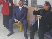 صور.. حى مصر الجديدة يوفر سيارة خاصة لنقل سيدة معاقة بناء على طلبها