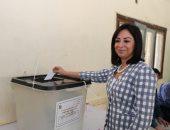 فيديو.. رئيسة القومى للمرأة تدلى بصوتها فى الدقى وتدعو نساء مصر للمشاركة بالاستفتاء