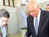 صور.. رئيس البرلمان: ازدحام اللجان بالمواطنين يوضح اهتمام المصريين بإبداء آرائهم