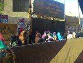 إغلاق مدرسة مصطفى أبو زيد بالبدرشين لتنظيم الصفوف بسبب الزحام الشديد.. صور