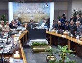 صور.. رئيس الوزراء يتابع عبر الفيديو كونفرانس سير الاستفتاء علي التعديلات الدستورية