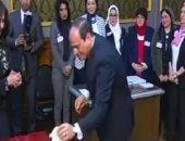 السيسي يغادر لجنة الاستفتاء على الدستور بمصر الجديدة عقب الإدلاء بصوته