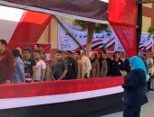 إقبال كبير من المواطنين على لجان المقطم والمدارس تكتسى بأعلام مصر