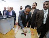 رئيس الوزراء عقب الإدلاء بصوته: الاستفتاء رسالة إلى العالم باستقرار مصر