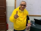 أحمد السبكى يدلى بصوته في الاستفتاء علي التعديلات الدستورية بالمهندسين