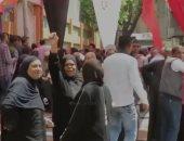 فيديو.. المصريون يبهرون العالم بالطوابير أمام لجان الاستفتاء