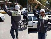 فيديو.. مواطنون يتراقصون على نغمات الأغانى الوطنية أمام إحدى لجان الاستفتاء