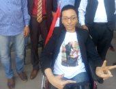 مواطن من ذوى الإعاقة يشارك فى الاستفتاء بعين شمس