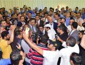 صور.. تزايد أعداد المشاركين باستفتاء تعديلات الدستور فى السفارة المصرية بالكويت
