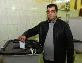 المؤلف أيمن سلامة يدلى بصوته فى التعديلات الدستورية بالهرم