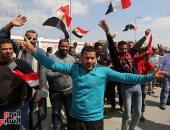 احتفالات المواطنين أمام لجان الاستفتاء على الدستور