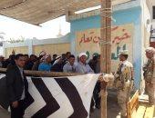 صور.. طوابير لأهالى شمال سيناء المقيمين بالإسماعيلية للمشاركة بالاستفتاء