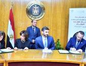 """وزير الصناعة يشهد توقيع وثيقة عقد مشروع """"تشغيل الشباب"""""""