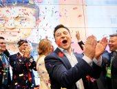 فلاديمير زيلينسكى يحتفل وسط أنصاره بفوزه بانتخابات الرئاسة فى أوكرانيا