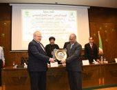 رئيس جامعة القاهرة: تقديم الدعم الكامل للطلاب الأفارقة كجزء أصيل من مصر